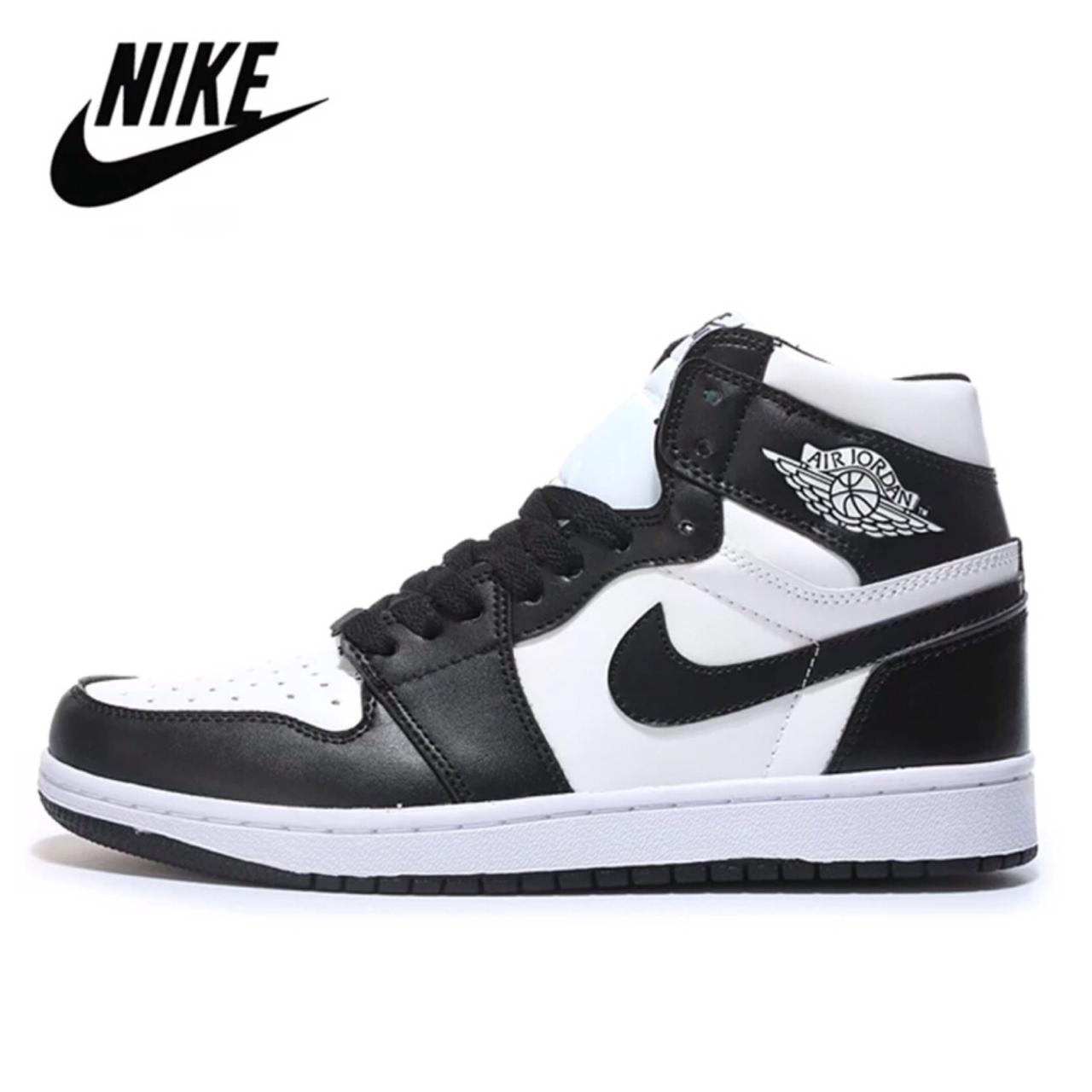 Baskets Nike Air Jordan 1 Blanc Noir